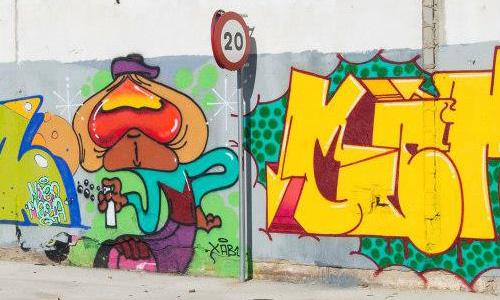Arys & Os Gemeos arte urbano, Barcelona, digerible